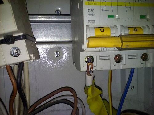 Срочный вызов электрика аварийной службы в универсам из-за полного отключения электроснабжения