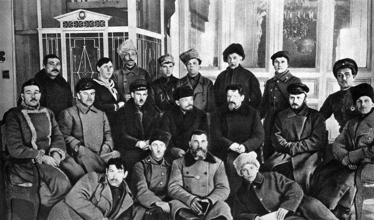 В.И.Ленин и М.И.Калинин в Доме Союзов в группе делегатов I Всероссийского съезда трудовых казаков. Москва, 1 марта 1920 года