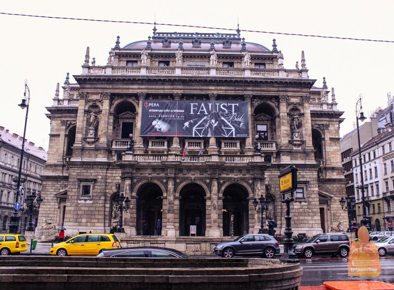 Здание оперы в Будапеште располагается на проспекте Андраши