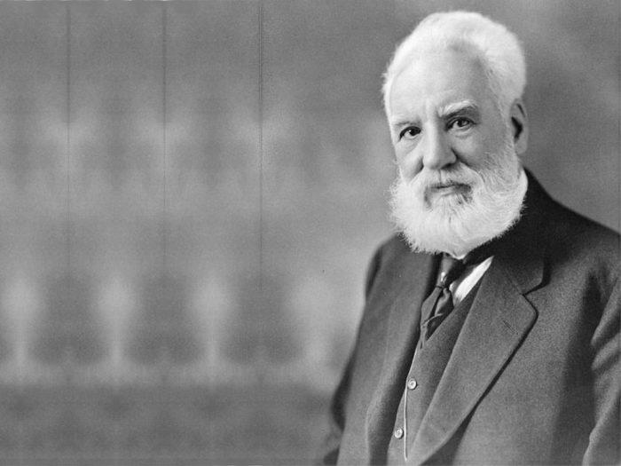 Александр Грэхем Белл – человек, который первым запатентовал телефон. В художественной литерат