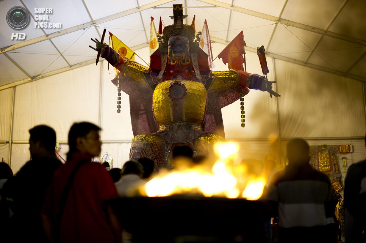 Фестиваль голодных духов (14 фото)