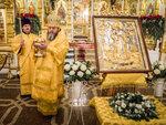12.18 В Михайловском соборе вынесли для поклонения частицу мощей свт. Николая Чудотворца