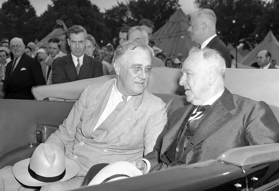 President Franklin D. Roosevelt and Josephus Daniels, ambassador to Mexico, as they arrived at a 4-H