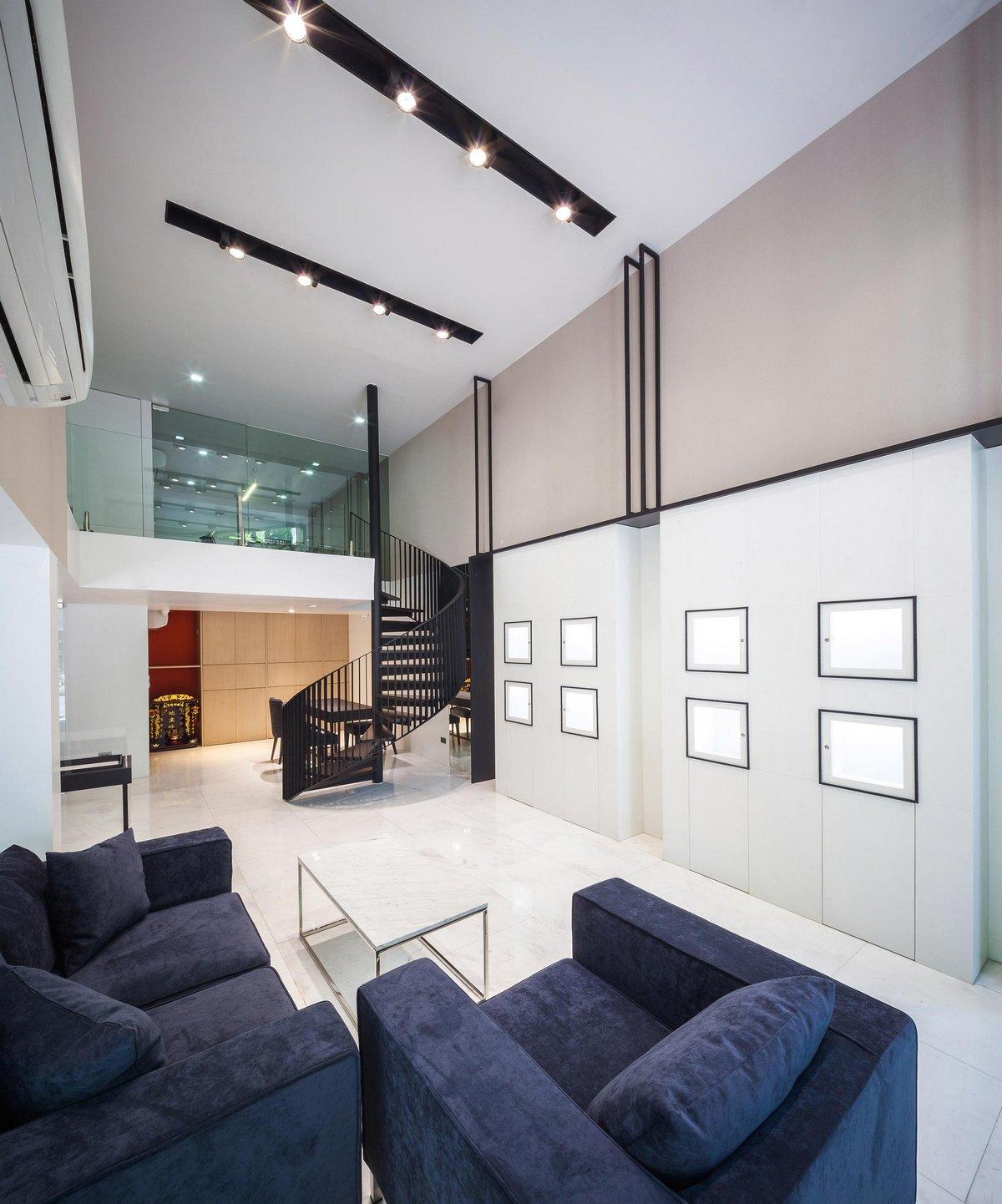 IDIN Architects, Siri House, современный дизайн интерьера, стеклянные стены, винтовая лестница, деревянные полы в частном доме