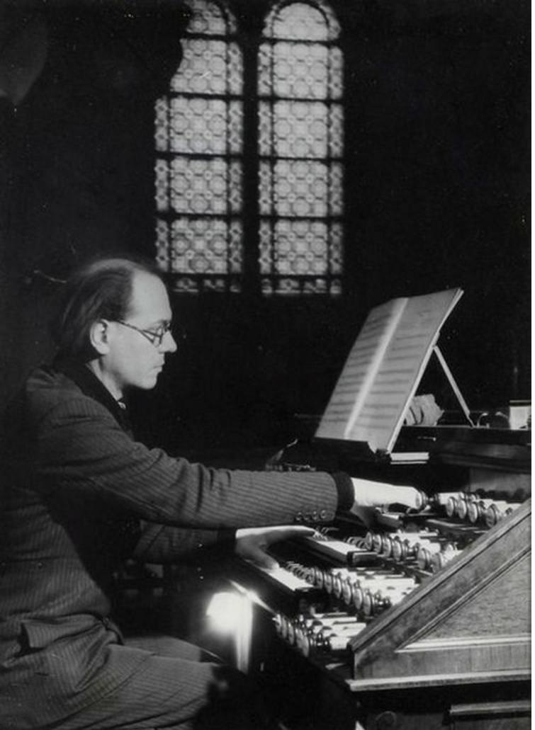 1954. Оливье Мессиан в церкви Троицы, Париж