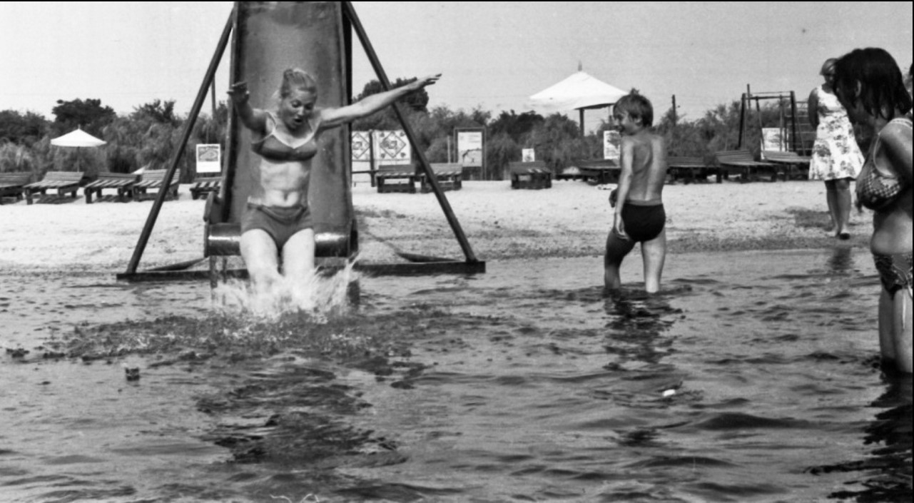 64. Николаев. На пляже