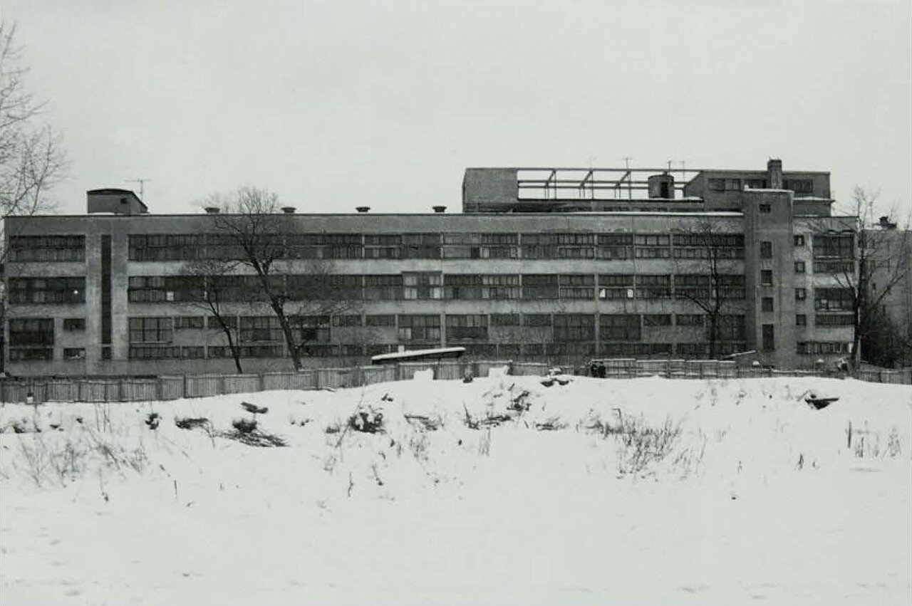 Зимний вид здания