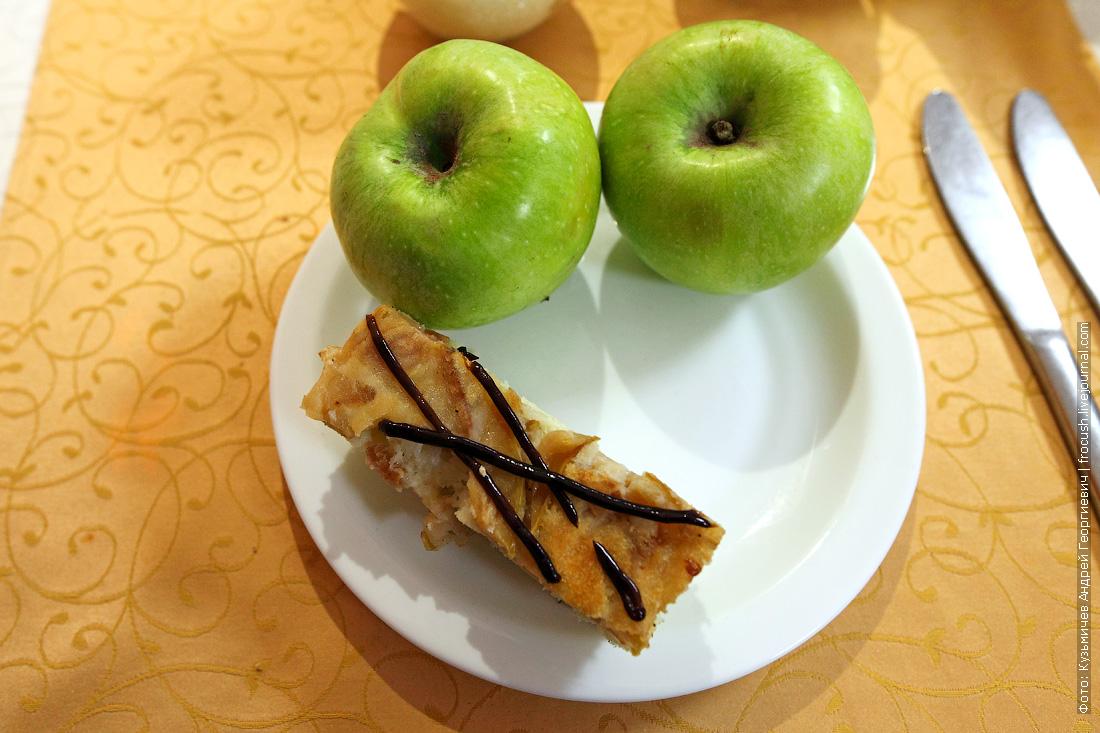 бисквитный пирог с яблоками меню ресторана во время круиза в Казахстан на теплоходе Русь Великая
