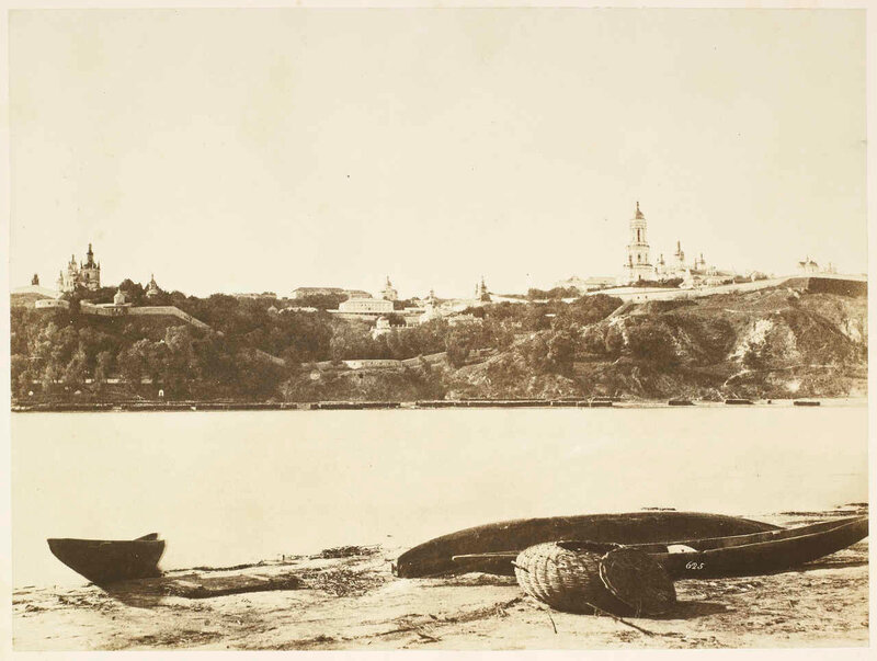 1852 Roger Fenton Great Pecherskaya Monastery, from the North side of the Dnieper.jpg