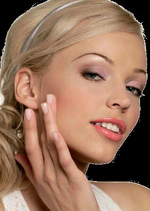 смешать тональный крем с отбеливающим эффектом