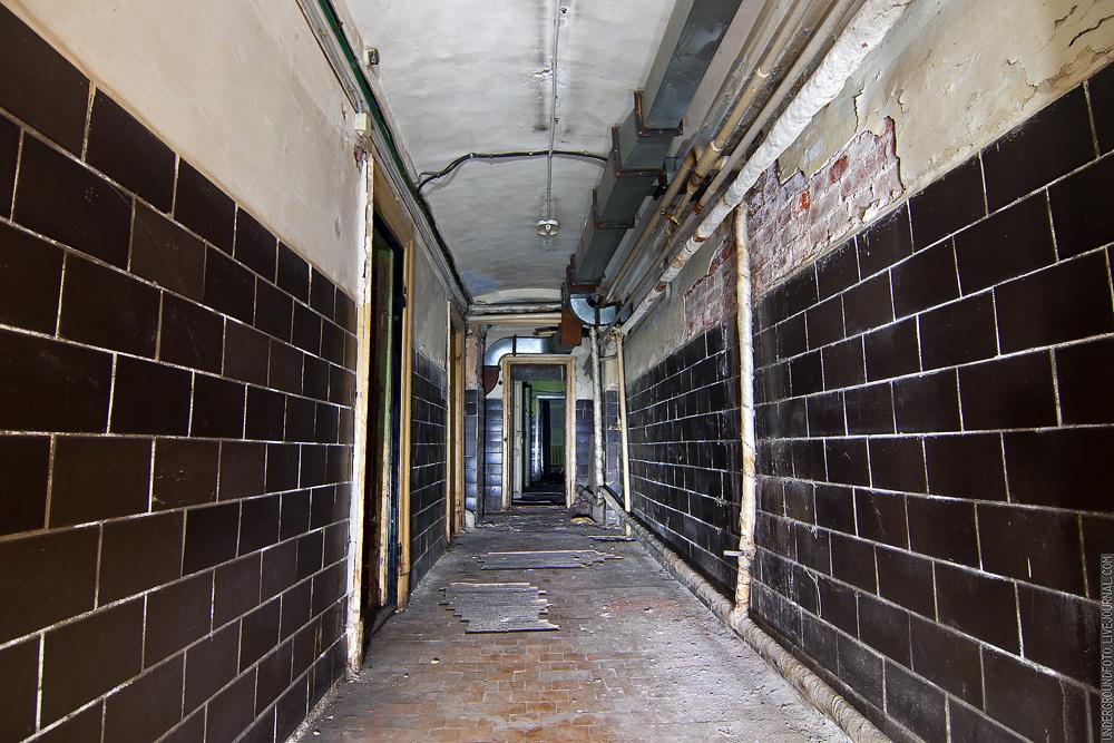 Подвальный коридор
