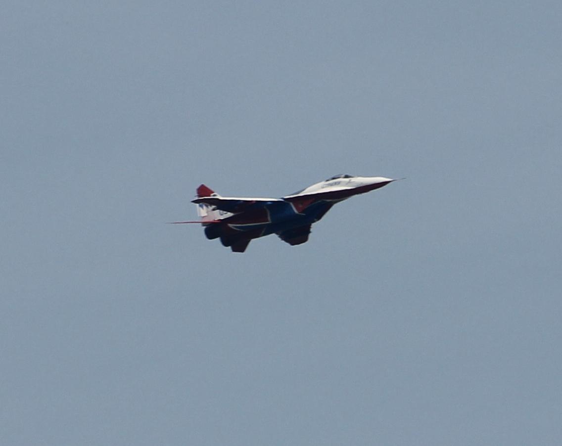 МиГ-29 проходит над зрителями (15.08.2014)