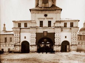 Вид на Святые врата Данилова монастыря. Москва г.
