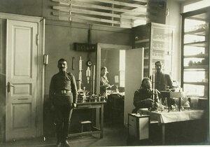 Вид части лаборатории полевого склада Красного Креста