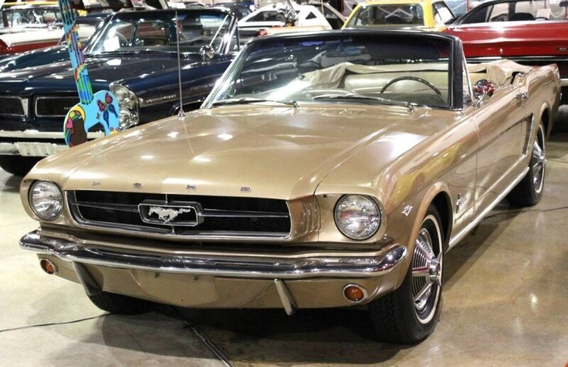 800px-1964-ford-mustang-convertible-04487.JPG