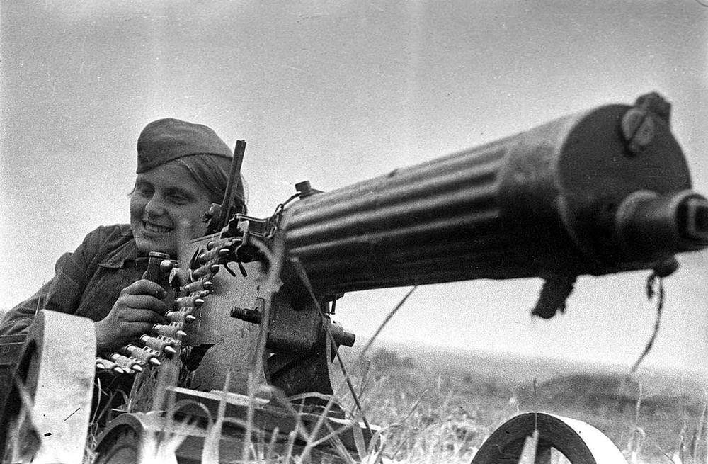 Пулеметчица Зина Козлова из кавалерийского корпуса генерала Белова (30 июня 1942 года)