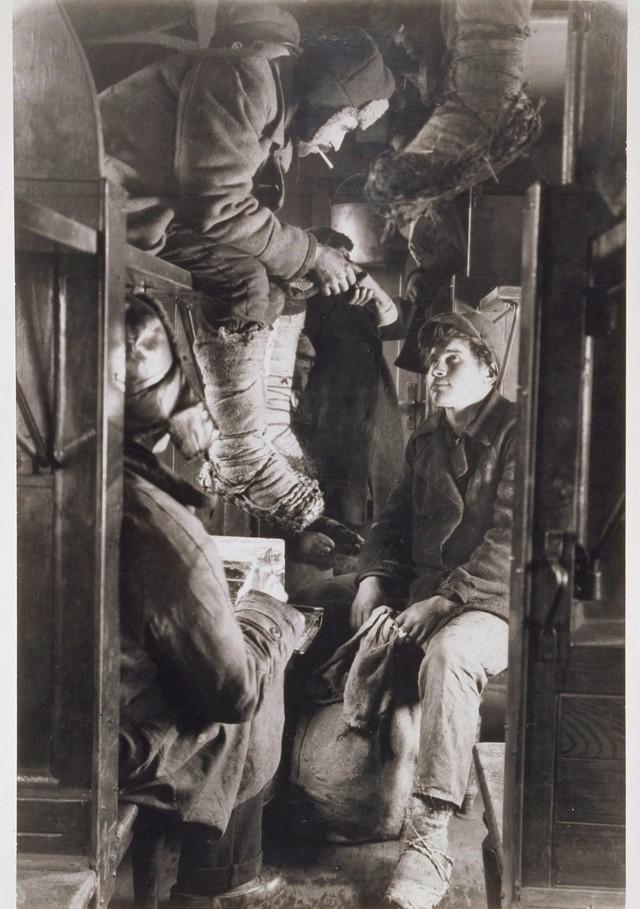 В поезде на Магнитогорск. 1930 год.jpg
