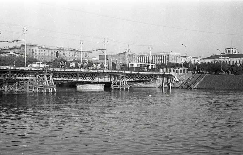 Фрумгарц МИ Старый железный мост 1958.jpg