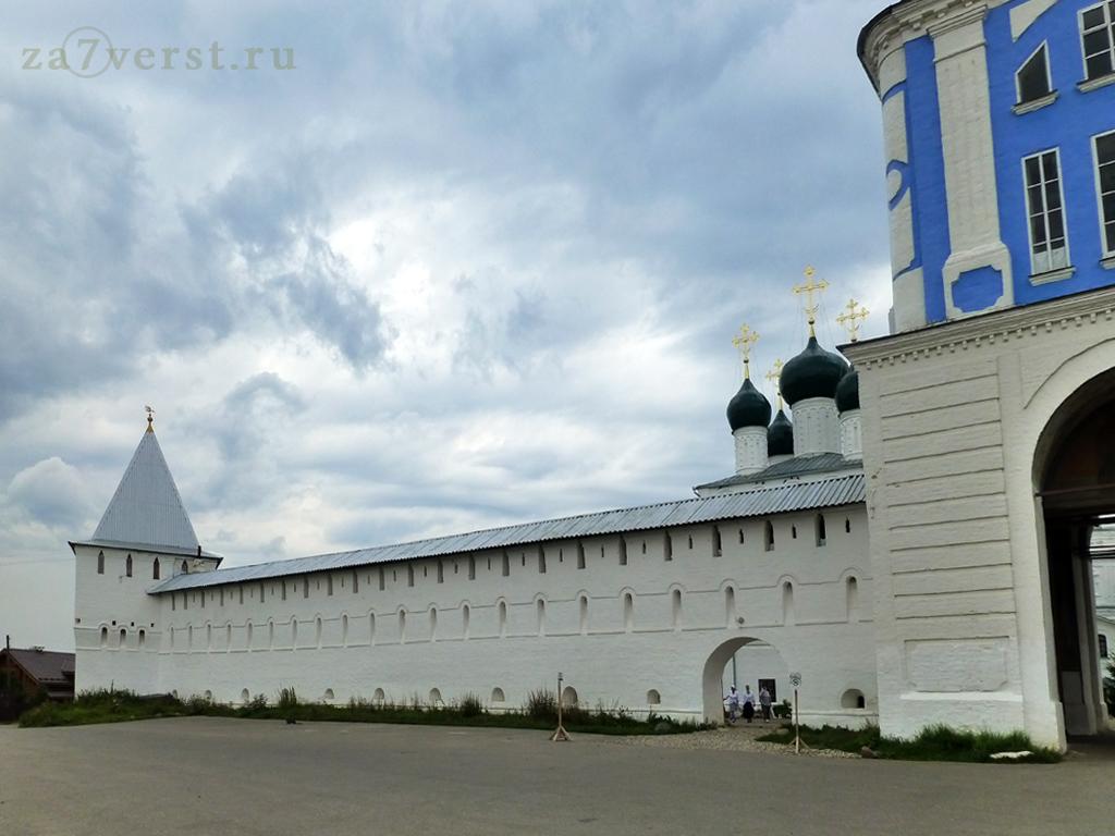 Никитский монастырь - стены и башни