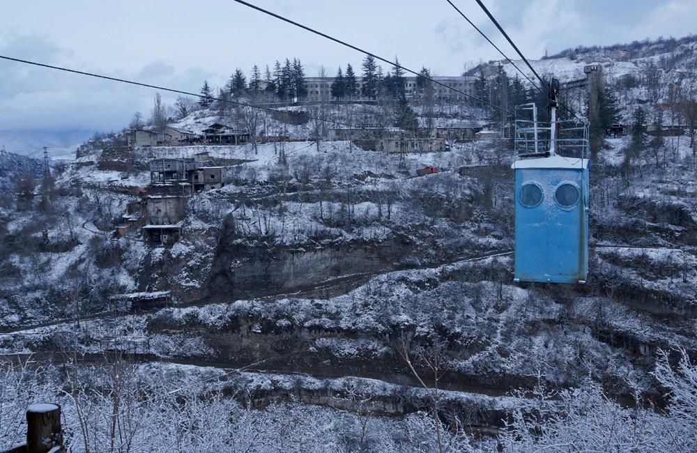 Чиатура находится в 220 км от Тбилиси, и добраться до нее можно на поезде либо автомобиле.