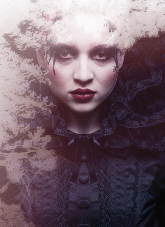Девушеки в сюрреалистическом и мистическом пространстве