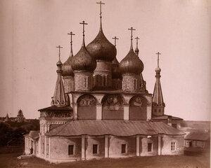 Вид на Крестовоздвиженский собор что в валах на Романовской стороне (построен в 1658 г.) Ярославская губ.