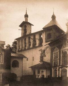 Вид звонницы в Псково-Печерском монастыре (построена в 1532 г.). Псковская губ.