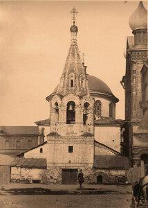 Вид на колокольню церкви Козьмы и Дамиана (постройка XVII в.). Нижний Новгород г.