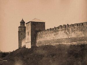 Вид части стены Кремля и башни Кукуй (перестроена в 90-е гг. XVII в.). Новгород г.