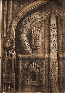Деталь деревянных царских врат ажурной работы XV в. на слюде в церкви Спаса-Нередицы. Новгород г., близ Новгорода
