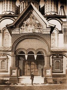 Вход в церковь Иоанна Златоуста в Коровниках. Ярославль г.