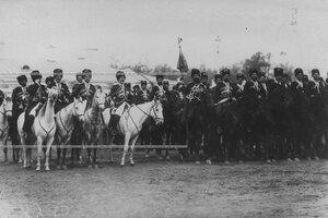 Группа конвойцев со штандартом в строю на плацу в день  празднования 100-летнего юбилея конвоя.