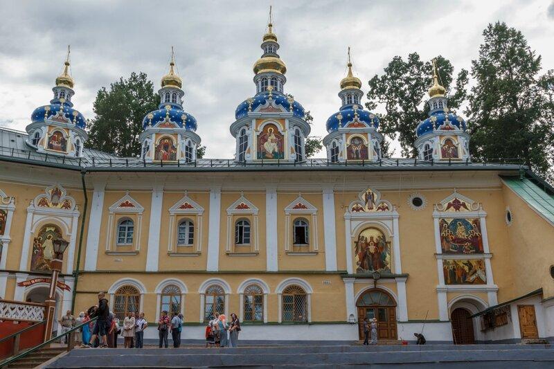 Успенская и Покровская церкви, Псково-Печерский монастырь
