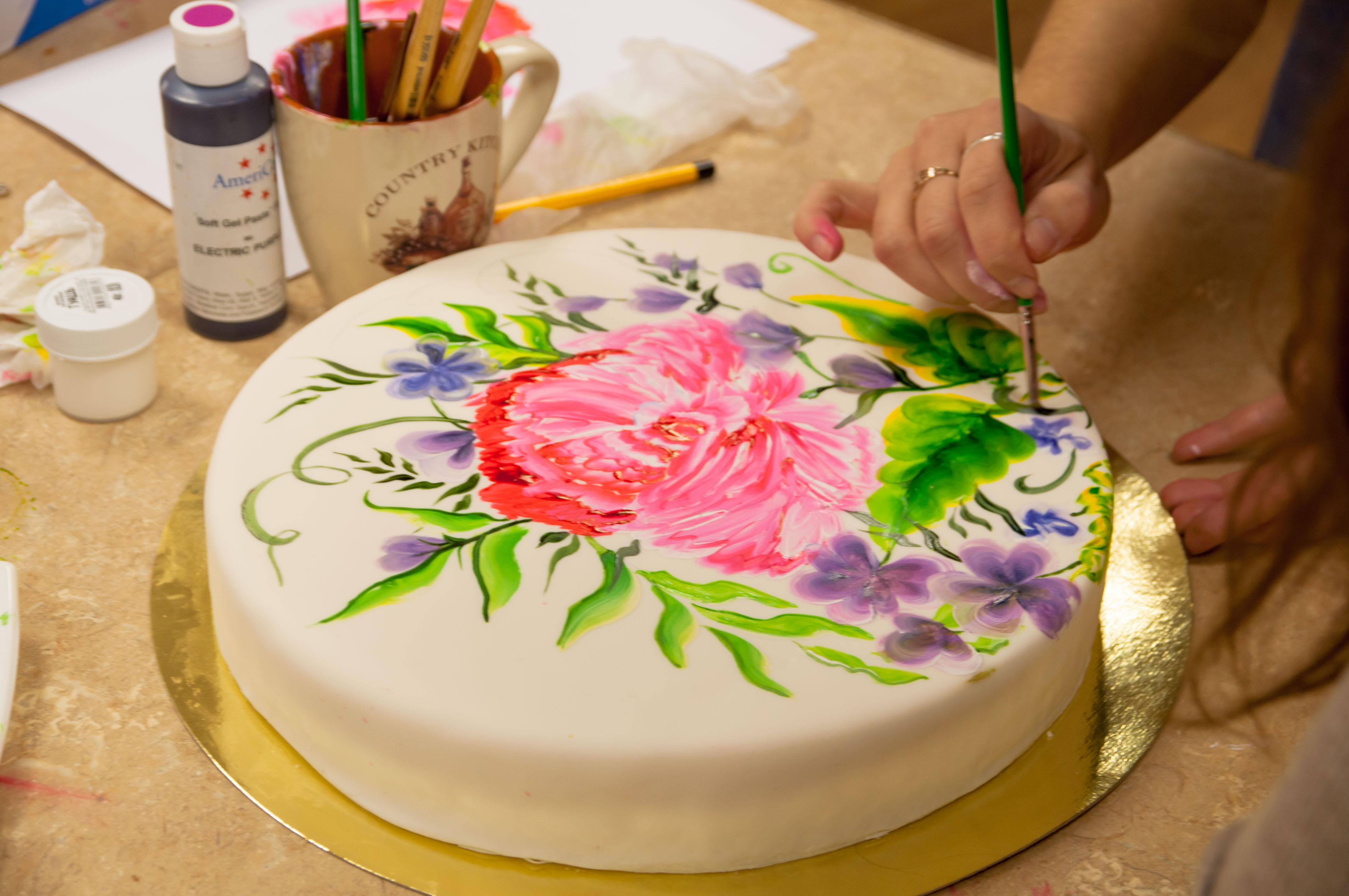 Роспись на кремовом торте