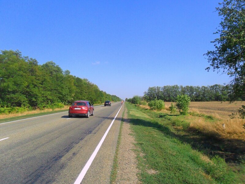 Автомобили мчатся по дороге ... SAM_3382.JPG