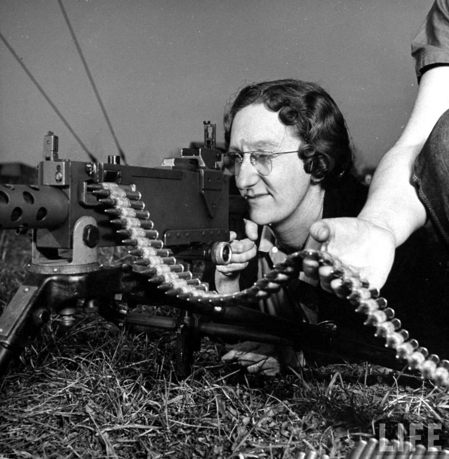 Американская оружейница - 4 (1942 год)
