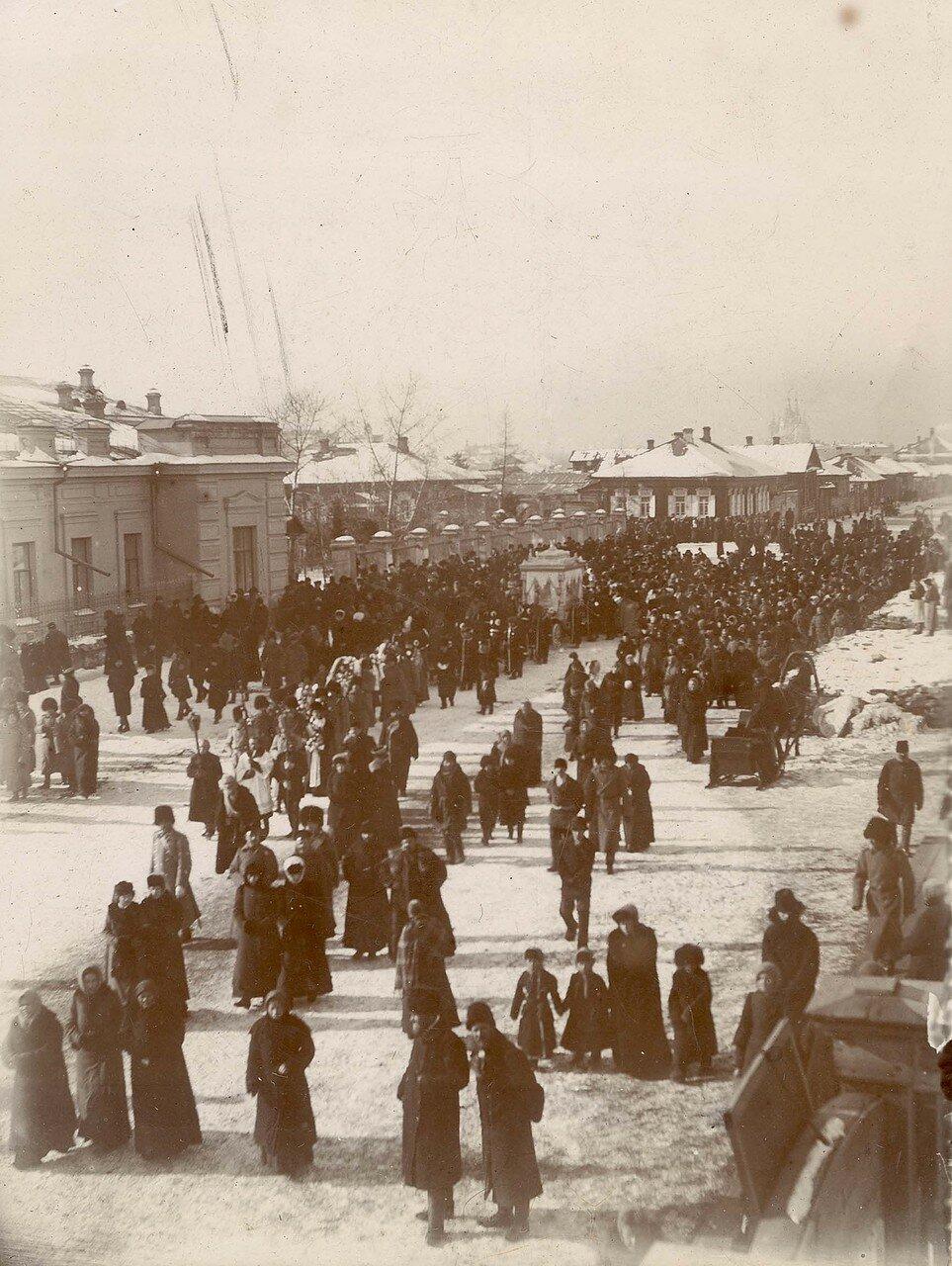 Похоронная процессия по Благовещенской улице. 1890-е годы
