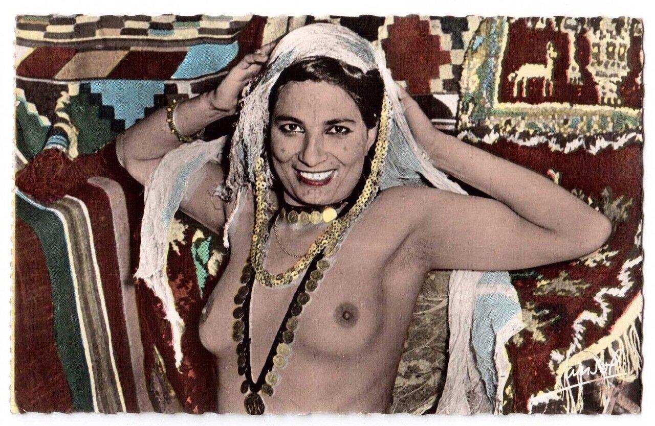 1920-е. Исполнительница танцев живота из племени Улед-Наиль