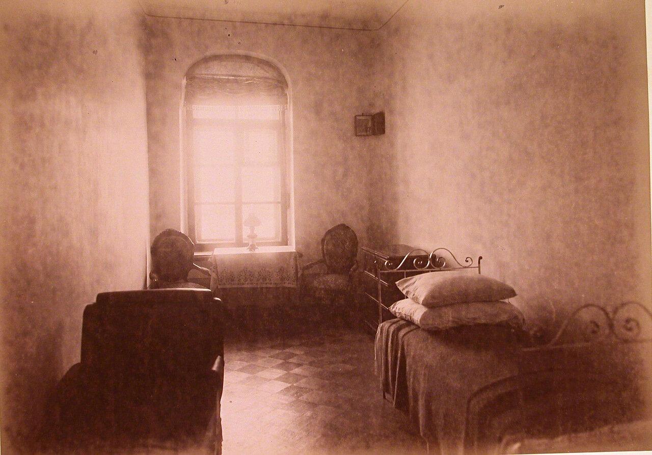 08. Вид палаты лечебницы на одного больного