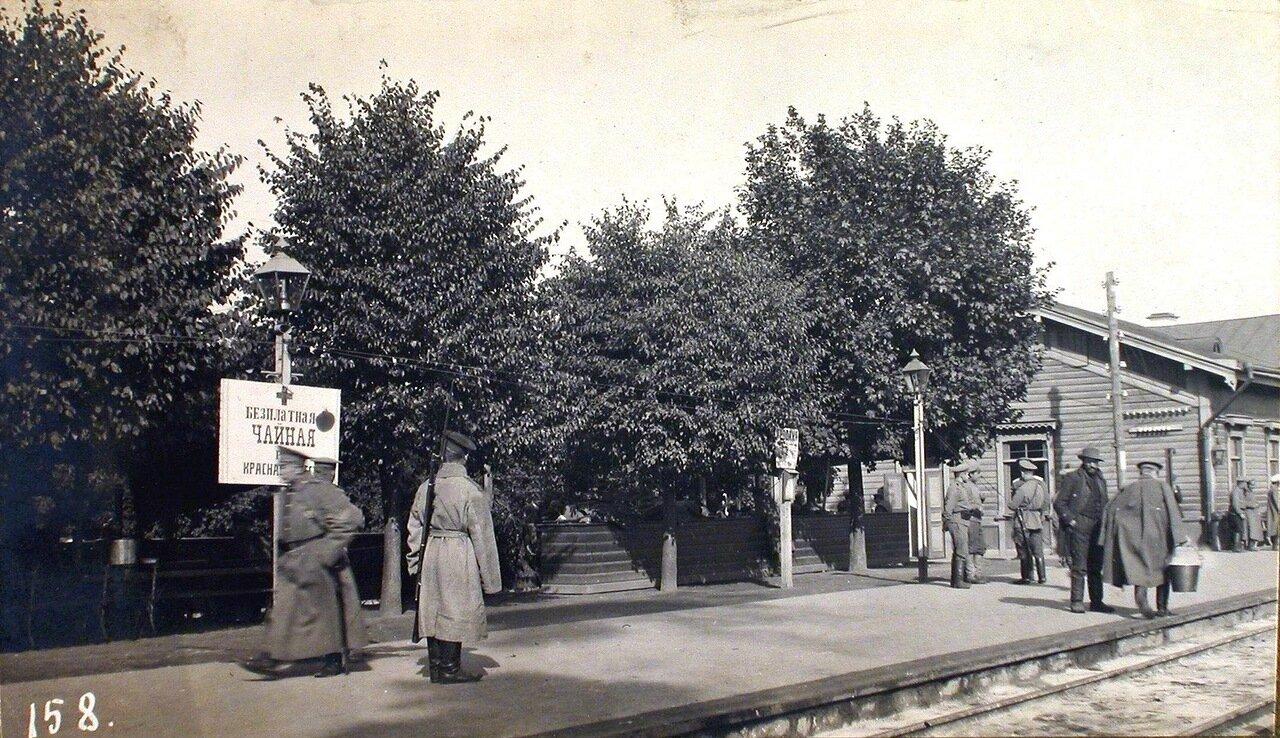 04. Вид платформы и здания вокзала на станции. Лифляндская губ. Венден. 1915