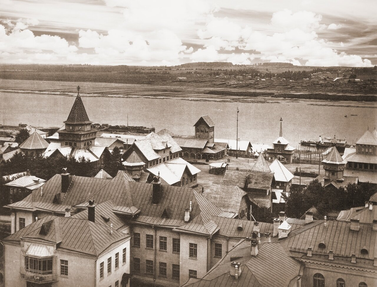 Выставка 300 лет дома Романовых, вид с Всех-Святской церкви