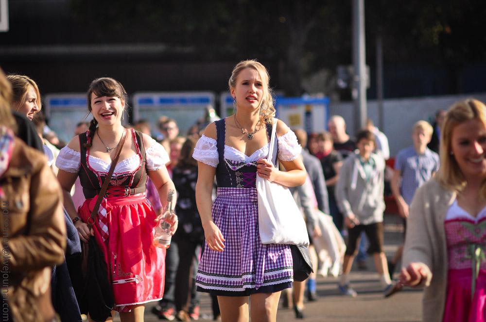 girls-Oktoberfest-(34).jpg