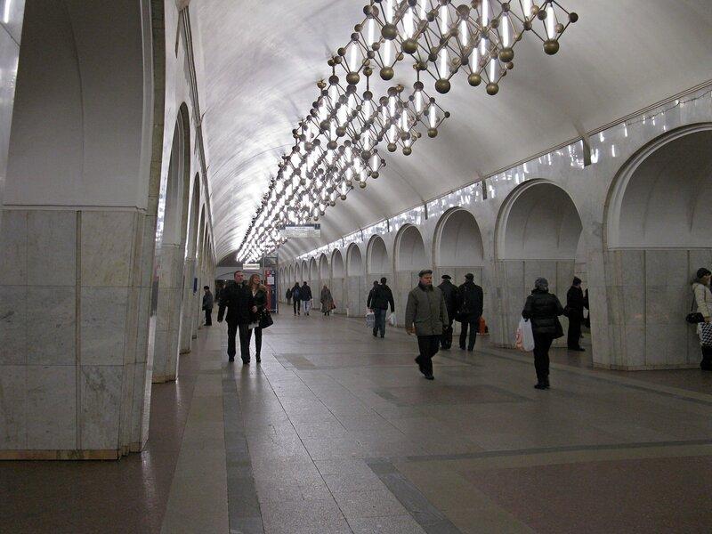 Станция метро Менделеевская.
