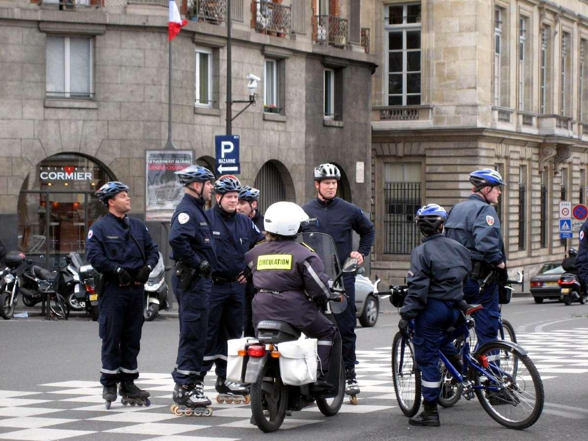 Ролики с полицией 6 фотография