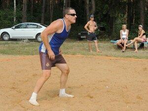 Районный турнир по пляжному волейболу. П. Дубровка, 10 августа 2014 года. Иван Иванович в ожидании подачи:)