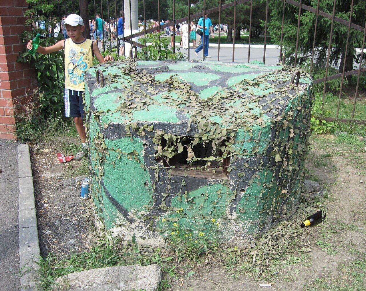 Памятник ″Холодной войны″ - ДОТ на территории ЧВВАКУШа (15.08.2014)