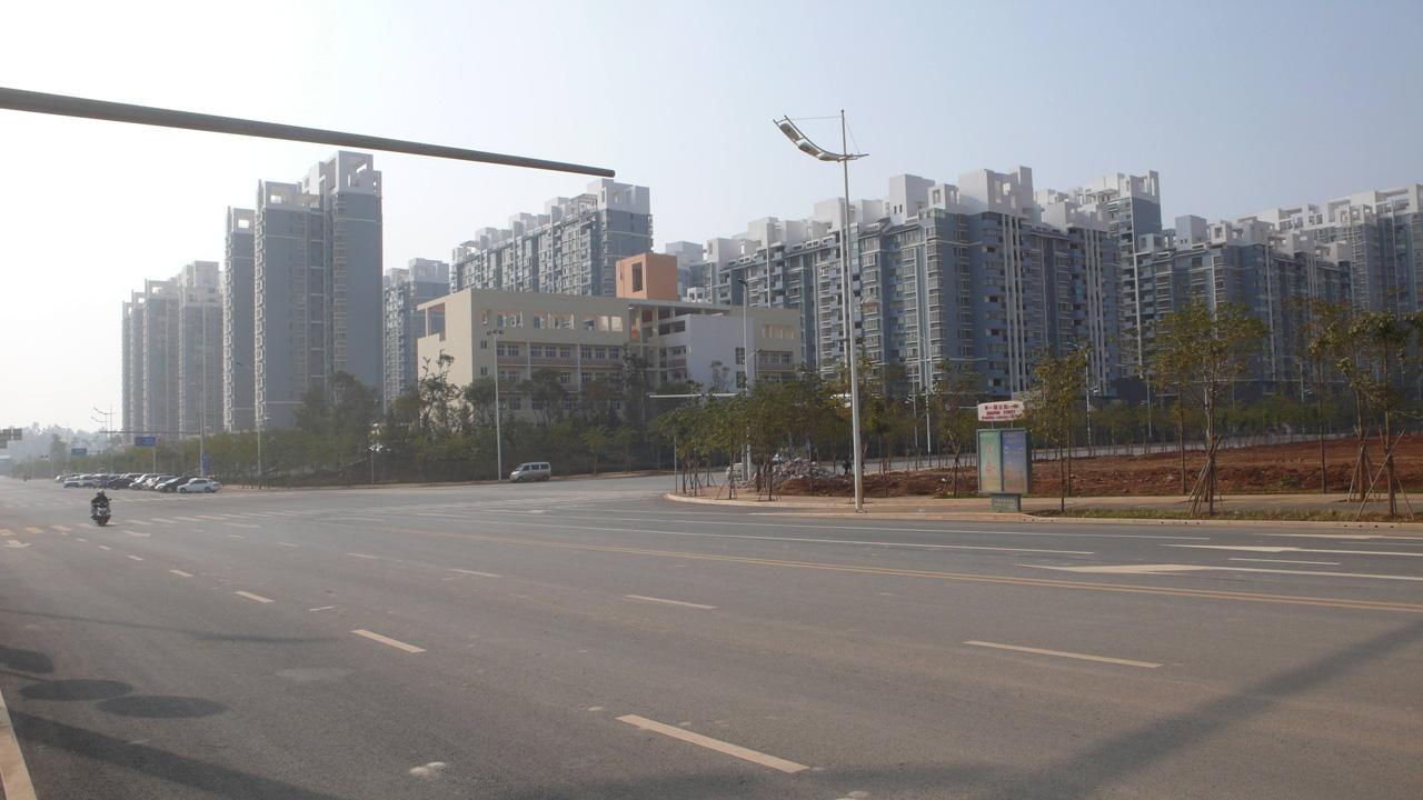 5 В итоге к 2010 году на площади 355 квадратных километра был построен город, рассчитанный на 1 млн.