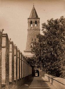 Вид одной из двух Безымянных башен Кремля. Москва г.