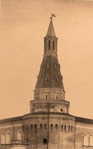 Вид верхней части Арсенальной Угловой  башни Кремля (построена в 1492 г. итальянским архитектором Пьетро Антонио Солари). Москва г.