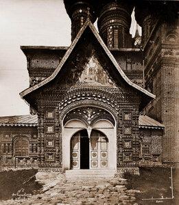 Вид южного входа в церковь Иоанна Предтечи в Толчкове. Ярославль г.